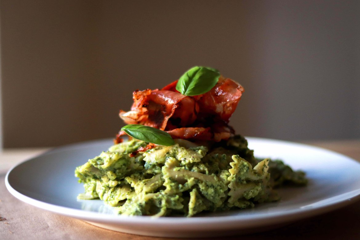 Avocado_Pesto_Pasta_with_Prosciutto
