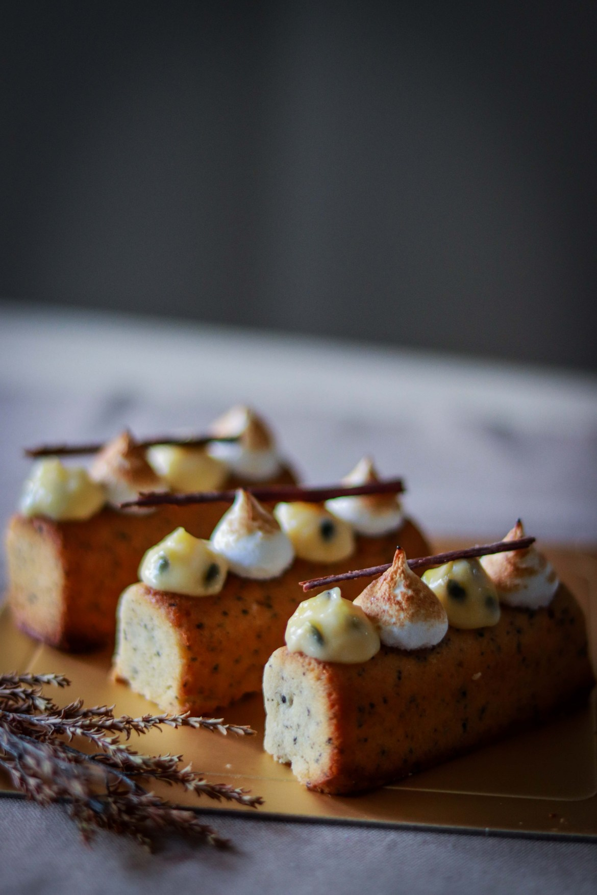 Earl_Grey_Cake_with_Passionfruitcurd_and_Toasted_Meringue5