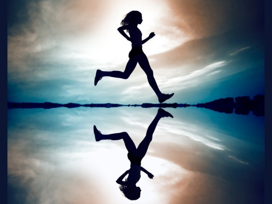 Female_runner_silhouette_is_mirrored_below_with_a_soft_pastel_sunset