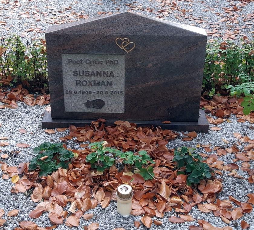 "Gravestone that reads, ""Poet Critic PhD, Susanna Roxman. 29.8.1946 - 30.9.2015"""