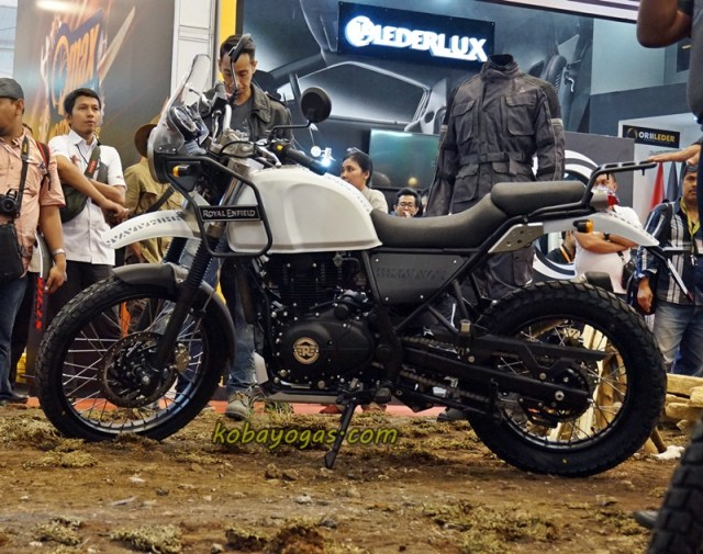 Royal Enfield Himalayan white