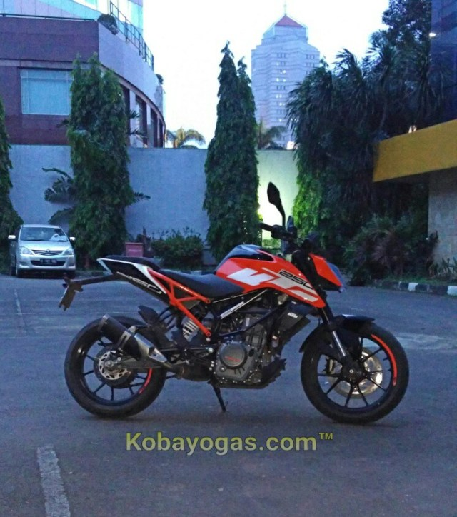 test ride dan review KTM New Duke 250 2017