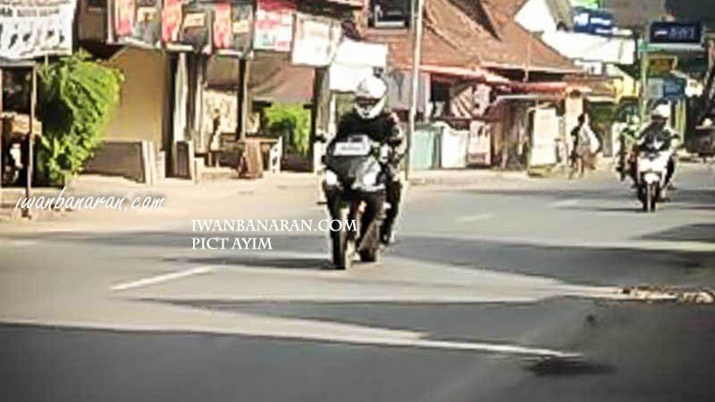 Spy Shot All New R25, Disinyalir! Shock Upside Down Warna Emas Pakai Air Ram!