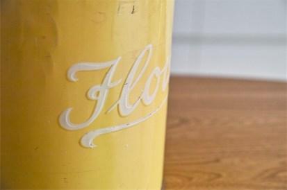 Regency Ware リージェンシー 英国 ウェアー社製 フラーワー缶 サーカステント柄イエロー 5