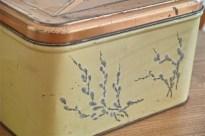 ネコヤナギが珍しい 缶(Tin ブリキ)ブレッドケース 1