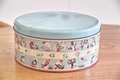 英国 ウースターウェアー(Worcester Ware)の名品! 茶摘み柄のケーキ缶