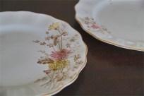 径17.5センチ アンティークのケーキ皿 野の花のデザイン2枚組 4