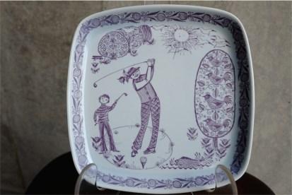ノルウェー STAVANGERFLINT(スタヴァンゲルフリント1949-69)社製 ゴルフデザインの飾り皿 デザイナー : Kari Nyguist(1918- )