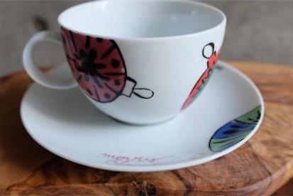 ドイツ ローゼンタール(Rosenthal)製 アンディ・ワォホール(Andy Warhol)デザイン クリスマスオーナメント柄 カップ&ソーサー 紅茶用大きめ