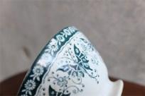 カフェオレミニボウル その18  グリーン 蝶のモーチフがエレガントです。 メーカースタンプなし