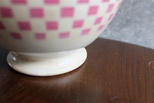 カフェオレボウル その21  ピンクチェック柄 MADE IN BELGIUM ベルギー製のアンティークカフェオレボウルです。