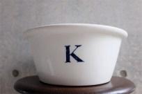 英国 キッチンアンティーク 「K」ボウル 大きく分厚いタイプです。