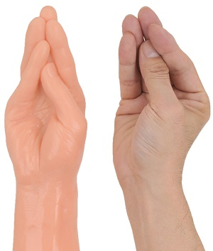 XL-BIGサイズディルド【ジャイアントファミリー(フィスト)】鷹の指と手の比較