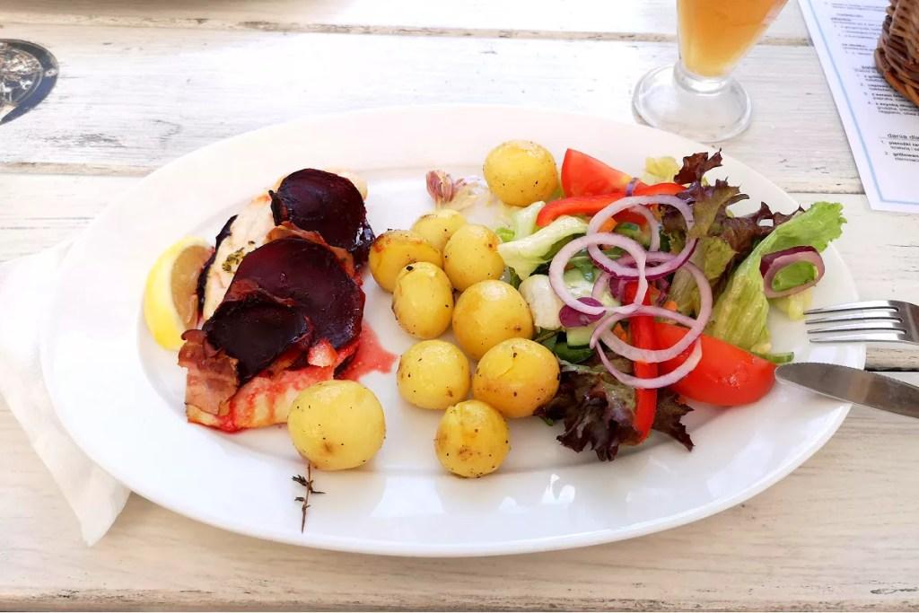 Obiad na mieście a oszczędzanie na jedzeniu