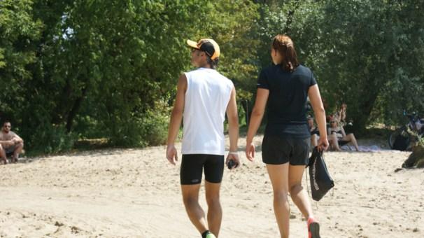 Wyglądamy, jakbyśmy conajmniej szli na plażę, a nie przygotowywali do biegu ;)