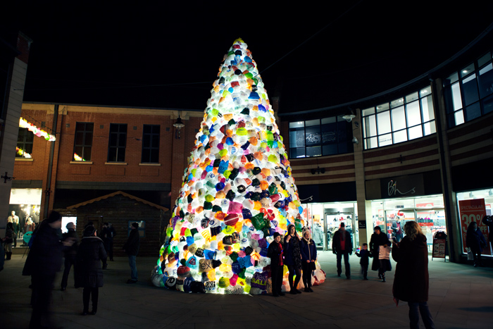 Consumerist Christmas Tree_luzinterruptus 04