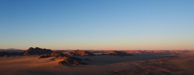 Sonnenaufgang über den Namib Naukluft Bergen