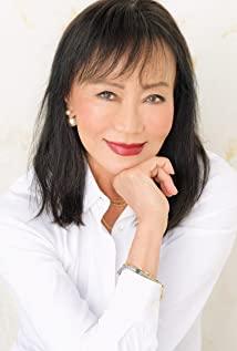 A headshot of Irene Tsu.