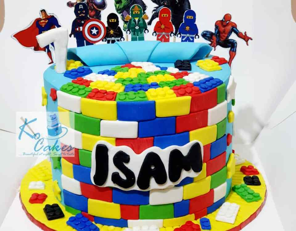 Justice Leaque n Lego cake