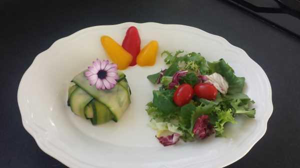 Zucchini - Roquefort -Terrine mit Birne und Walnuss