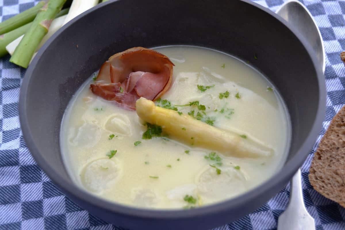 spargelsuppe- mit- Safran- Sahne- und- Wein- kochen- aus- liebe