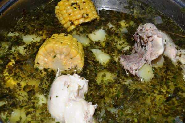 Hühnereintopf Ajiaco mit Mais und Guasca