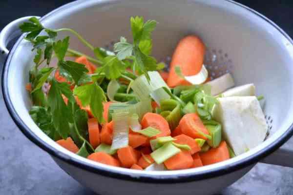 Suppengemüse gewürfelt mit Petersilie