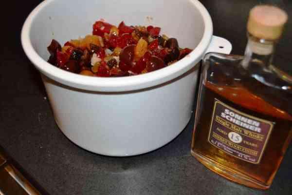 Trockenobst mit Whisky einlegen