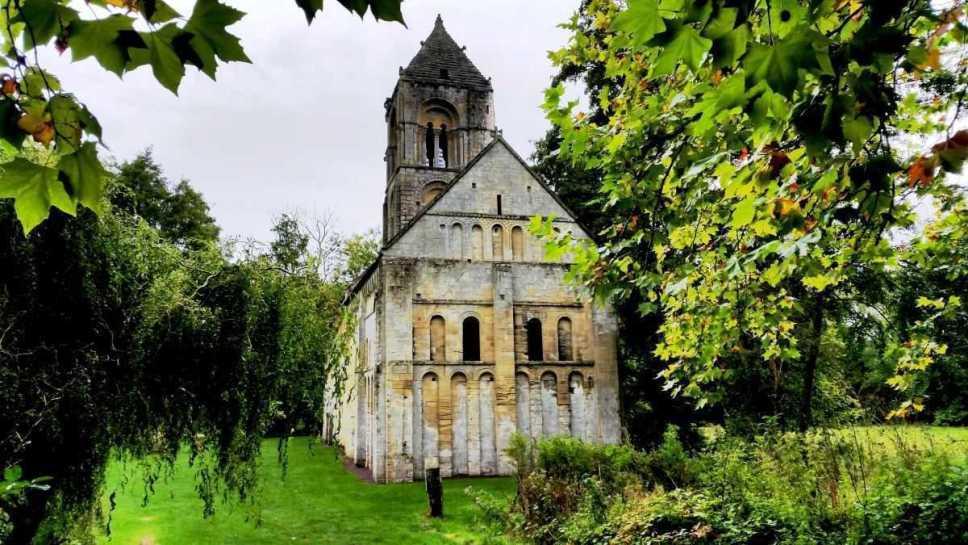 Kirche von Thaon in der Normandie - Calvados