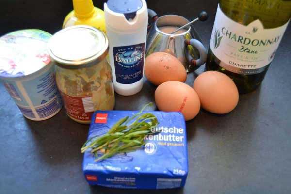 Eigelb , Senf , Essig , Creme Fraiche , Salz , Estragon , Butter