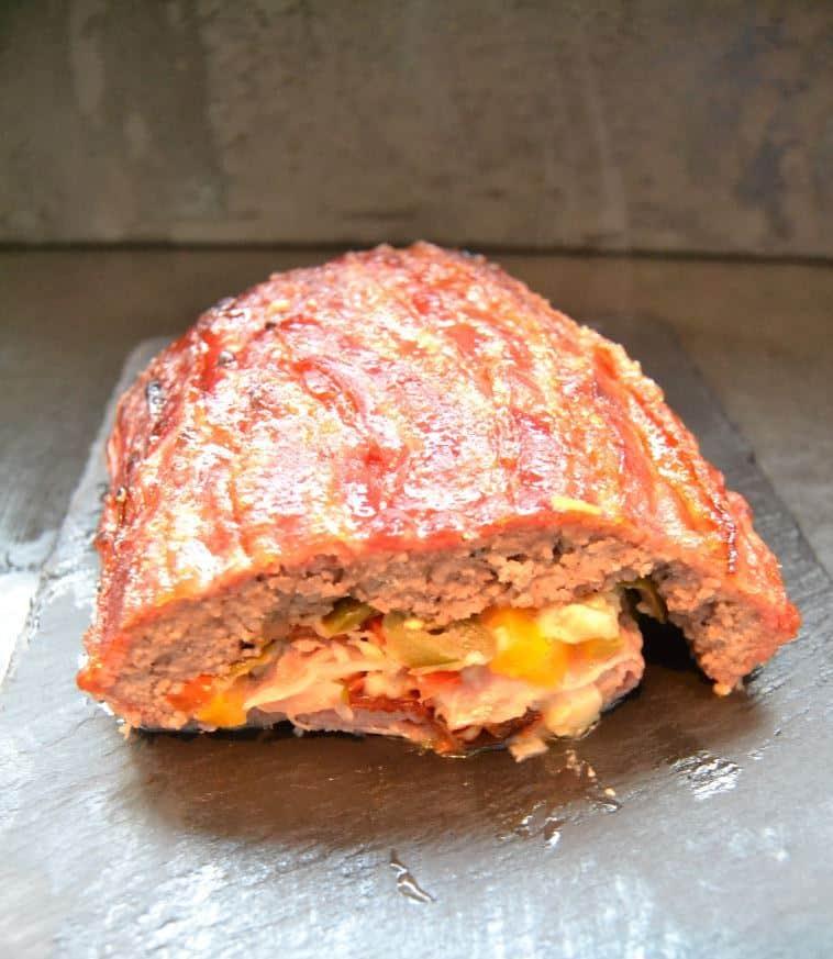 bacon-bomb-hackfleisch ,Käse , Paprika ,jalapenos