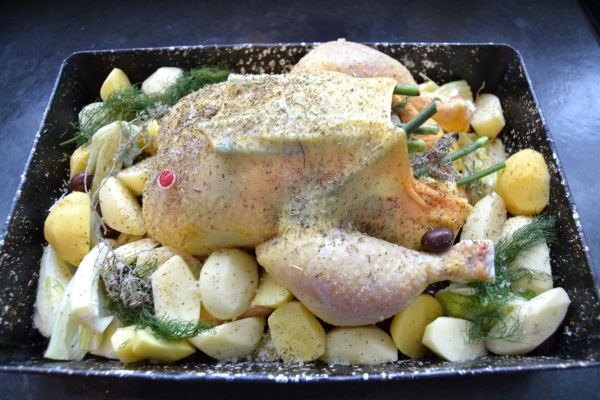 Hähnchen , Kartoffeln, wilder Fenchel , Oliven , Knoblauch , Thymian