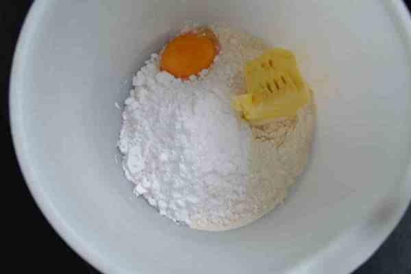 Mehl , Zucker , Ei , Butter