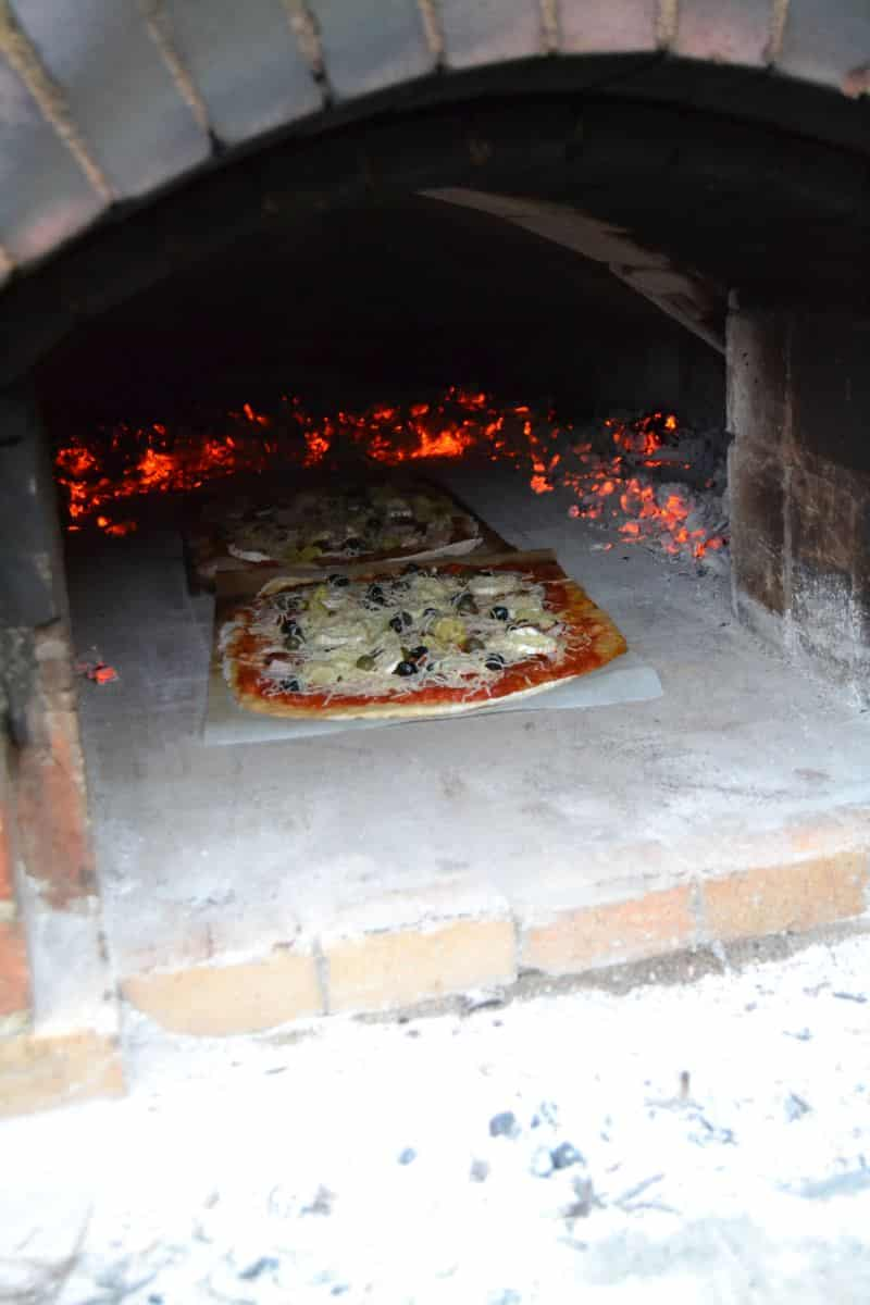 Pizza im Steinbackofen