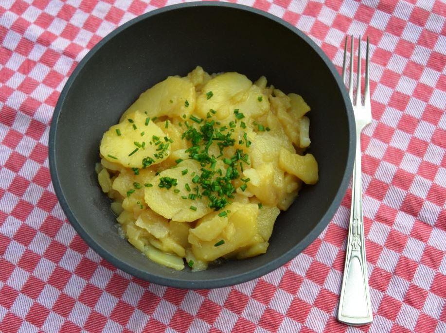Schwäbischer Kartoffelsalat mit Schnittlauch