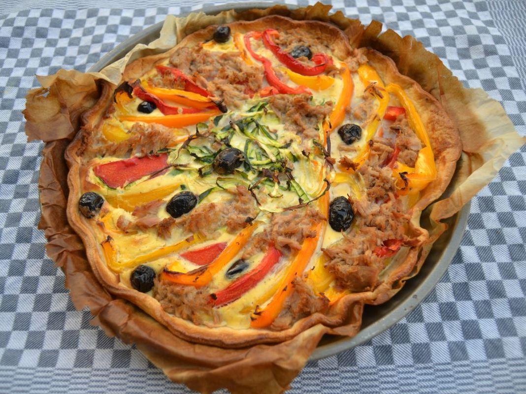 thunfisch-quiche-mit-paprika-und-zucchini-