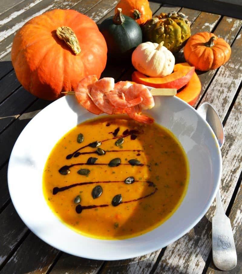 Kürbis Mango Suppe mit Garnelen
