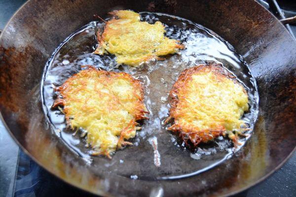 Kartoffelrösti braten