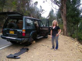 Reifenpanne in den Bergen von Kolumbien