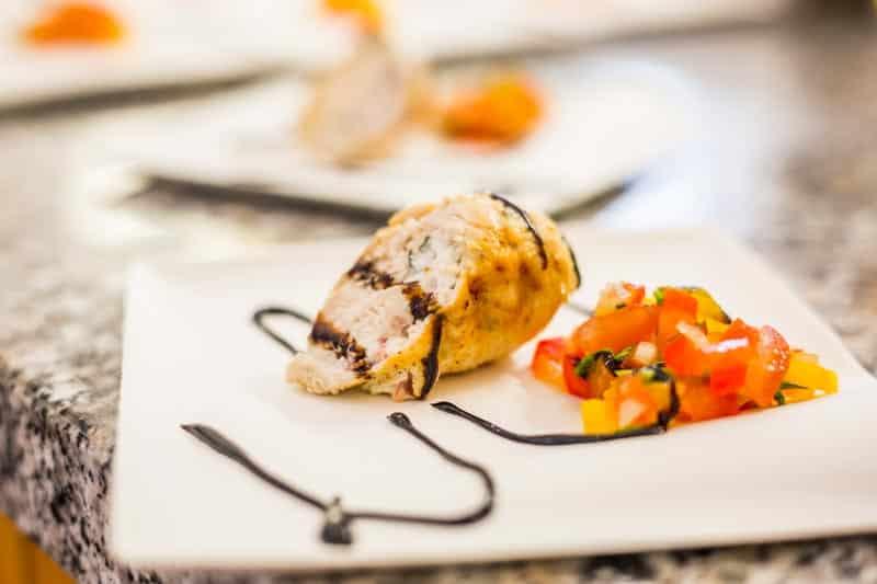 gefüllte Hähnchenbrust mit Feta und Salsa gekocht auf dem Bloggerday Food professionals