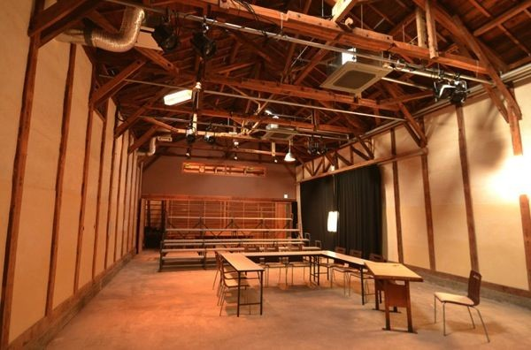 高知の隠れたイベントスペース:藁倉庫をリノベーションした「蛸蔵(たこぐら)」
