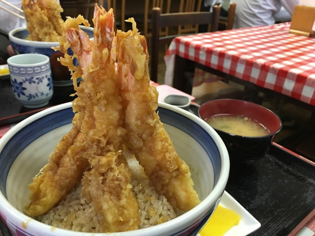 創業昭和28年!高知市大川筋にある「尾木食堂」のエビ天丼が凄まじい!