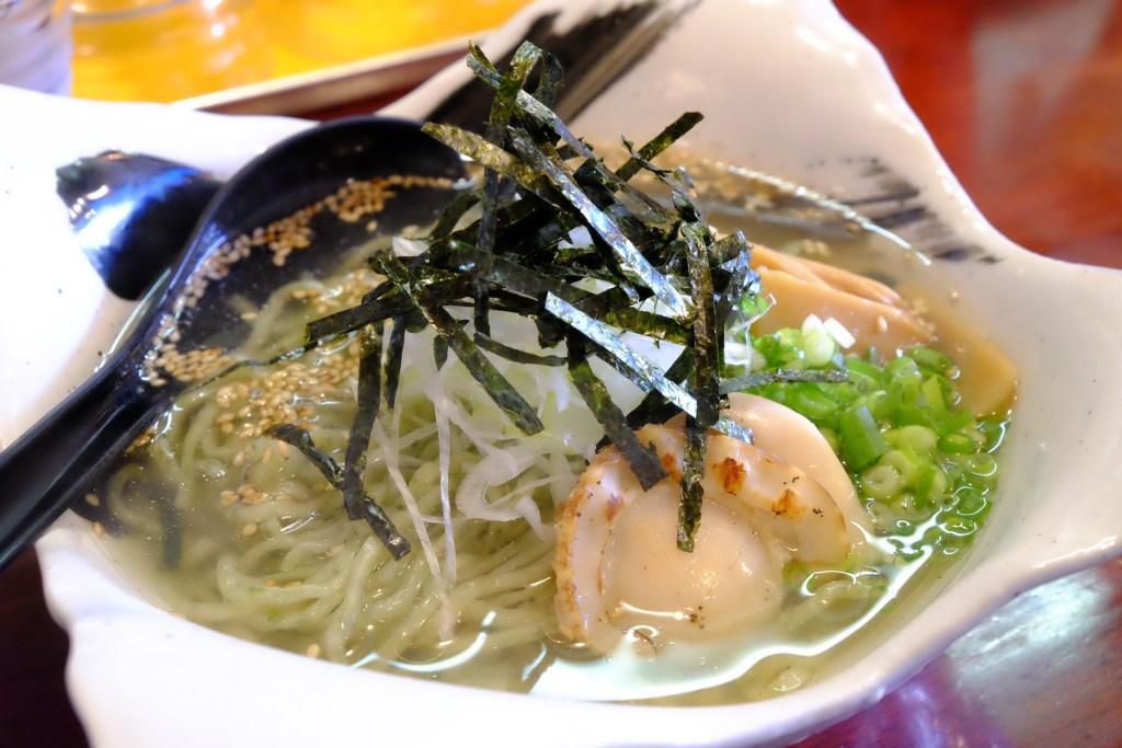 香川はうどんだけじゃない……高松駅近くの隠れた名店で味わう海苔ラーメンが絶品!