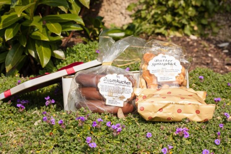 In der Dose ist ein kompletter Baumkuchen, Schoko-Crossies und Spritzgebäck