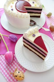 24 Eierlikör Cassis Torte