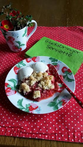 55 Johannas Erdbeer-Rhabarbercrumble mit Vanilleeis