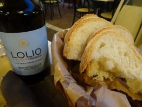 Gibt es in jedem guten Restraurant dazu: Gutes Olivenöl und frisches Brot
