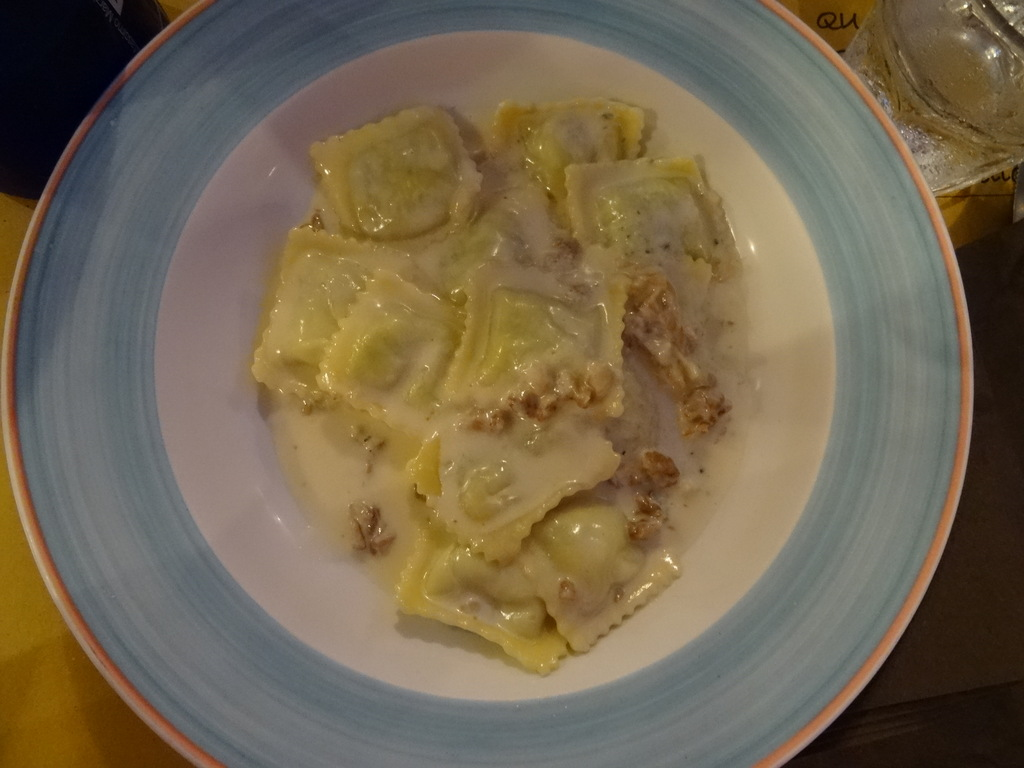 Ravioli mit Spinat und Ricotta, Walnüssen und Sahne (8etti, Viareggio)