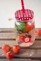 Sommersalat mit Erdbeeren Hähnchen und Avocado 10