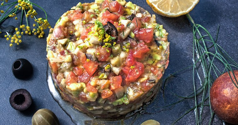 Tomaten-Avocado-Tatar mit Fenchelfrüchten
